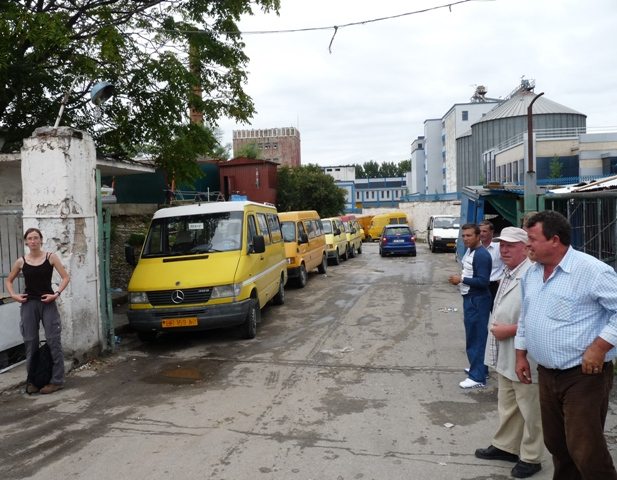 09_tirana_minibusstation.jpg