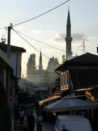 12_Sarajevo_Dunst_in_Altsadtgassen.JPG