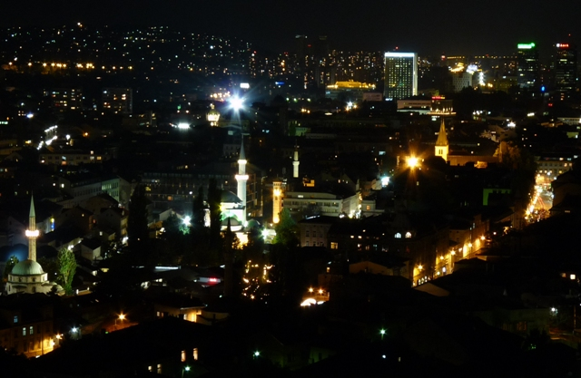19_Sarajevo_bei_Nacht.JPG