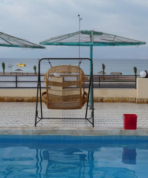 39_blick_vom_hoteleigenen_pool_zum_roten_meer.jpg