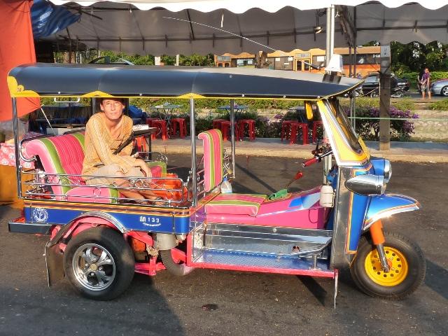 05_buntes_tuk_tuk_in_bangkok.jpg