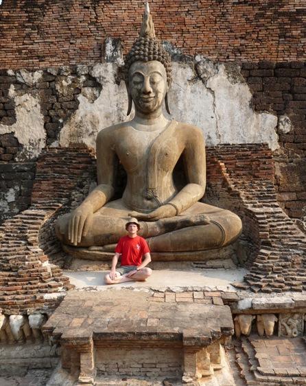 13_riesige_buddhastatuen.jpg
