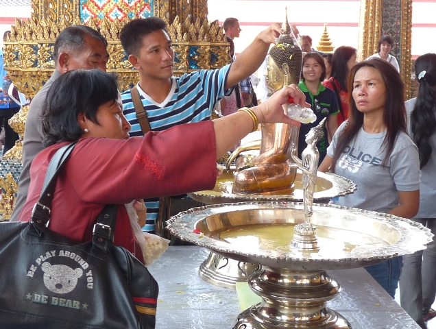 34_tempelritual_zum_songkran_festival.jpg